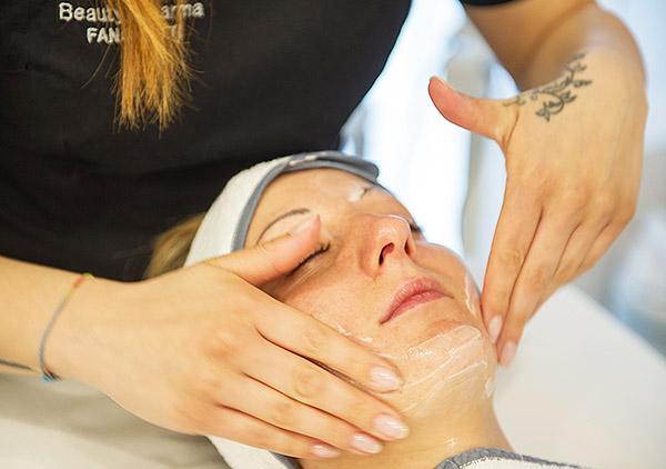 Centro Estetico Beauty Pharma, manicure, pedicure, epilazione, massaggi, trattamenti viso, trattamenti corpo